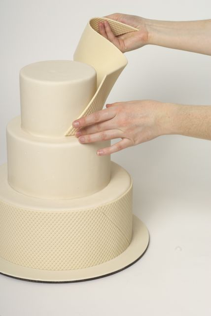 step by step wedding cake how to decorate a sweet wedding cake really this is a 20527