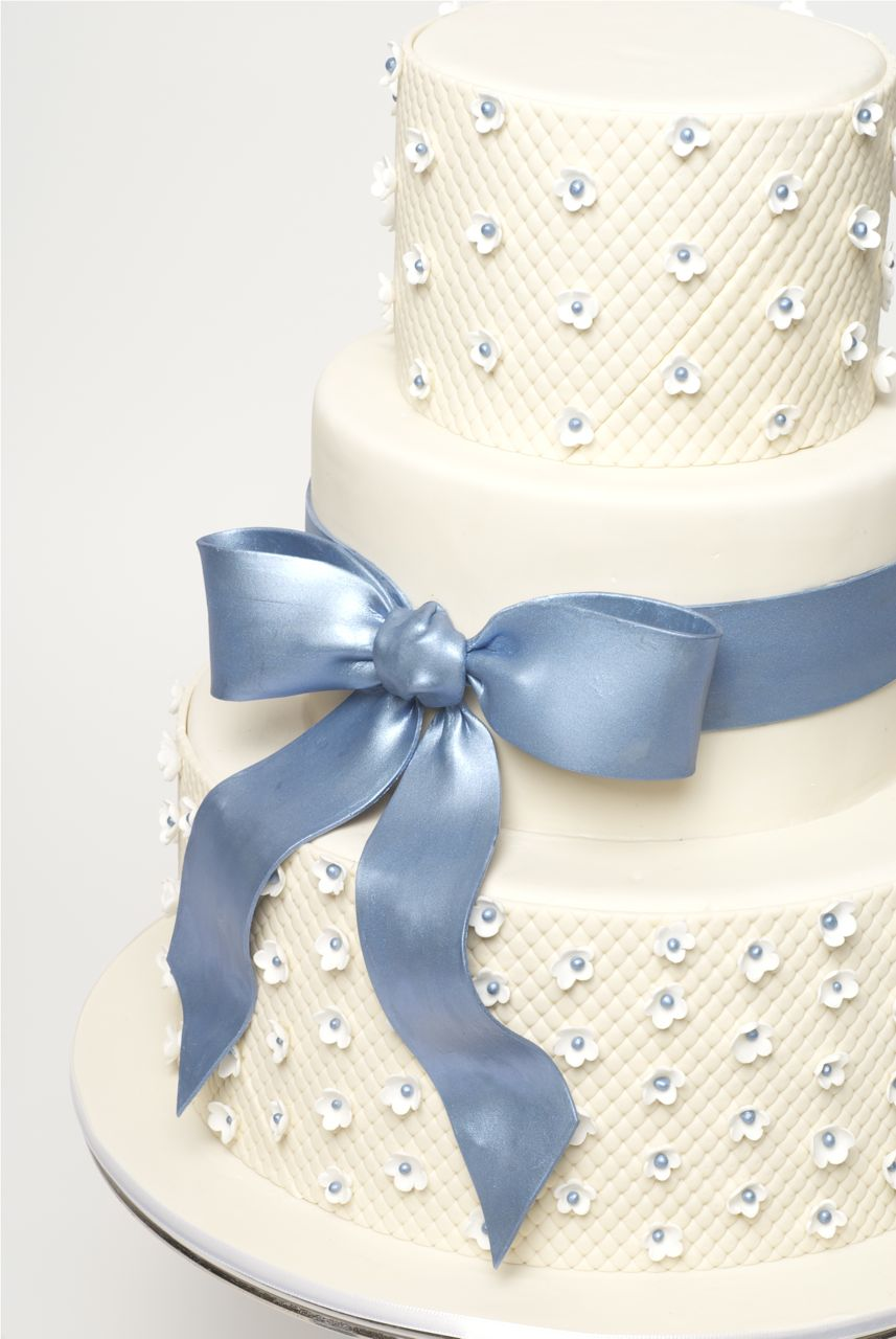 How to decorate a sweet wedding cake (really this is a step by step ...