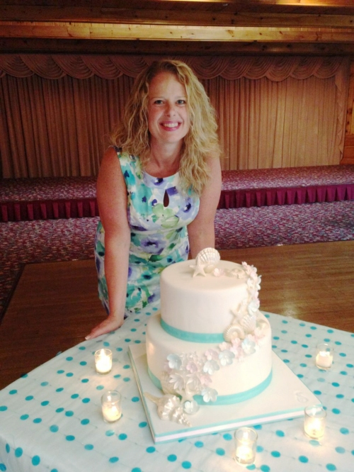 Here is the happy bride - my friend, sister and bestie, Steff and her beautiful cake.
