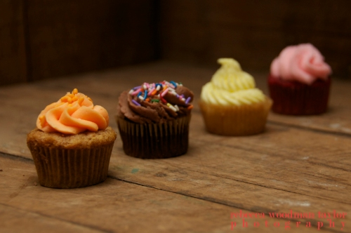 Seriously, who doesn't love a bite size cupcake.  (My favorite is the carrot cake!!)